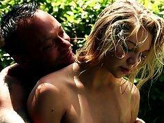 Jessie Andrews ja ilus poiss on teinud mõned väga naughty asju, aias